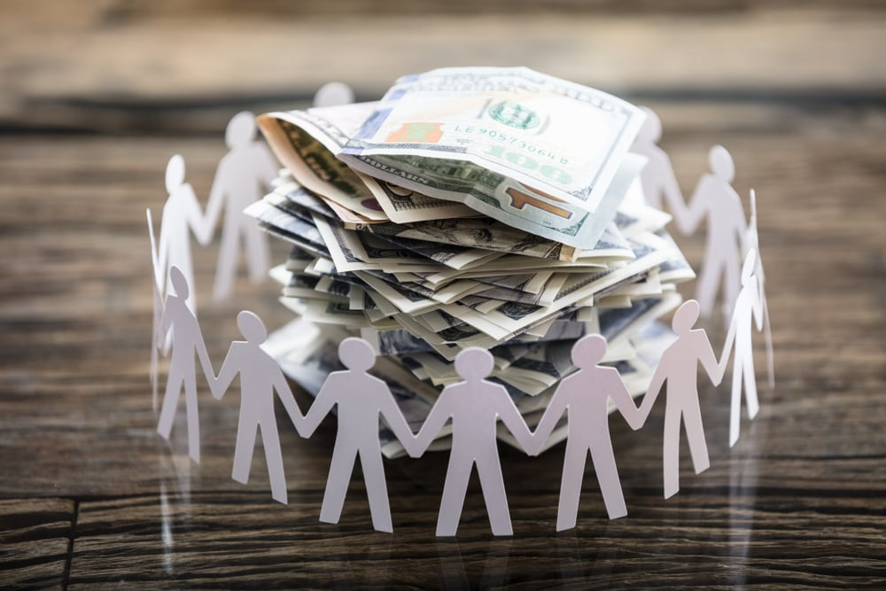 5 Pros and Cons of Crowdfunding Your Businesses
