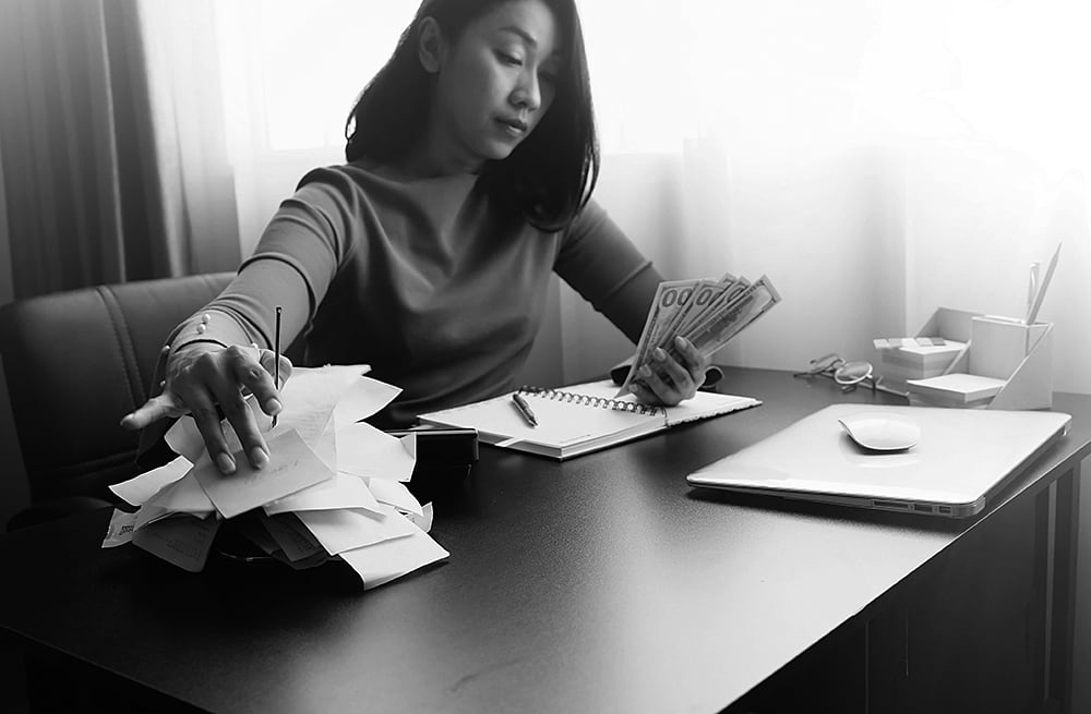 What Is the Difference Between Factoring and Accounts Receivable Financing?